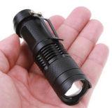 La vendita calda 1AA o 14500 ha alimentato la mini torcia elettrica dello zoom LED con la clip della penna