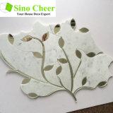 Мозаика высоких листьев мрамора Carrara сбывания белых смешанных стеклянных водоструйная