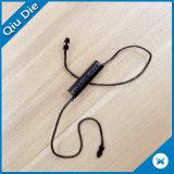 3D grabó etiquetas plásticas negras del sello de la cuerda de etiqueta del oscilación del poliester de la ropa