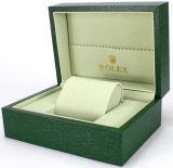 枕が付いている正方形のピンクの結婚式のネックレスボックス