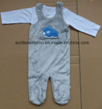 冬の赤ん坊のスーツ
