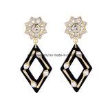 Pendente lungo intarsiato elegante di disegno del Rhombus dell'orecchino del diamante di nuovo modo con la perla per le donne