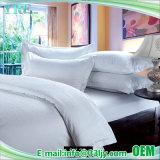 Insieme bianco dello strato del cotone dell'hotel di prezzi bassi