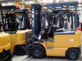 Un carrello elevatore elettrico da 1 tonnellata della batteria