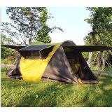 يتاجر عرض 2 شخص أسرة يفرقع يخيّم يطوي فوق خيمة