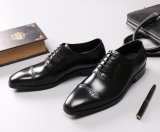オックスフォード様式の最もよい磨かれた革ハンドメイドの革靴