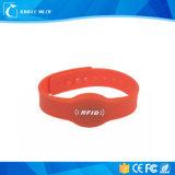 Регулируемое изготовленный на заказ тонкое и вибрируя цена Wristbands RFID