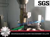 赤ワインのガラスビンのブドウのワインのコルクの機械装置に栓をする柔らかいコルクストッパー機械かワイン