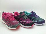 普及した熱い販売法の男の子および女の子のための多彩な偶然のスポーツの靴