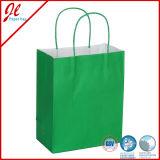 Grüne preiswerte Kraftpapier-Papiertüten mit verdrehtem Griff