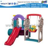 De plastic Speelplaats van de Schommeling en van de Dia voor het Spel van Jonge geitjes (M11-09411)