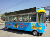 Gaststätte-Auto, das Auto-Nahrungsmittelauto mit dem großen Platz angeschalten durch elektrische Batterie kocht