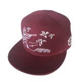 새해 동안 자수 모자에 있는 흥미로운 로고를 가진 면 모자