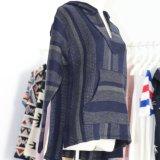 Jaqueta de camisola com capuz para mulheres em tamanho grande em design de listrado jacquard com mangas compridas e bolsos