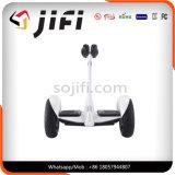 Jifi Selbst, der Hoverboard mit Cer CB anerkannter Bescheinigung balanciert