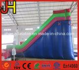 Corrediça inflável engraçada com obstáculo para miúdos e adultos