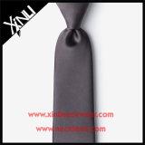 Relation étroite fabriquée à la main de gris de charbon de bois de jacquard de soie de 100% pour les hommes