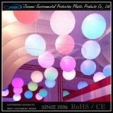 Entregando bolas de luz LED muebles para la decoración