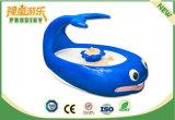 Máquina de juego educativa de vector de la arena de la ballena del juguete del patio de interior para los cabritos