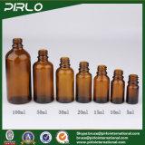 こはく色の装飾的なガラスビンの精油は多数大きさで分類する