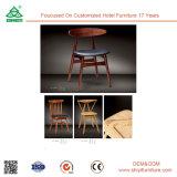 Chaise à manger en bois avec accoudoir