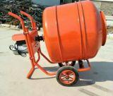 Un auto automatico del Bagger che carica mini betoniera Gycm-12