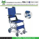 Fauteuil roulant en aluminium ultra-léger de mini passage léger pliable de taille