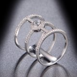 Anel da jóia da forma com a pedra branca da CZ da cor