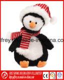 Adorable pingouin jouet en peluche avec rose plus chaudes de l'oreille