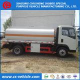 Sinotruck HOWO 4X2 5cbm 5m3のオイルタンクのトラック5000Lの燃料タンクのトラック