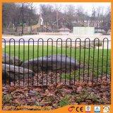 弓上の金属の庭の塀