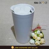 Llanura blanca taza cerámica con tapa de silicona