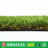 青リンゴ色のフットボールの人工的な草、サッカーの合成物質の草