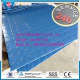 Verificador de bitola padrão de losango piso em folhas de borracha na garagem da Calha