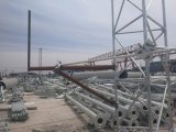 Гальванизировано вокруг стальной башни клетки телекоммуникаций Guyed