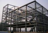 記号論理学の倉庫の鉄骨フレームの建物
