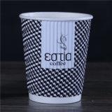 Entièrement approvisionné en papier jetables mur de l'ondulation de tasse de café