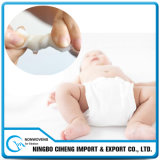 中国の製造業者の赤ん坊のおむつカバー工場価格のNonwovenおむつの原料