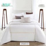 高品質のアパートの快適でデラックスな寝具