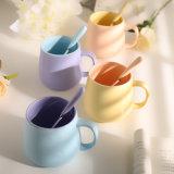 Tazza di caffè di ceramica di colore semplice speciale di figura