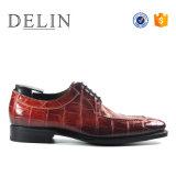 人の高品質のCrocの贅沢な慰めの革靴