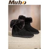 実質の羊皮の冬は人および女性のための方法ブートに蹄鉄を打つ