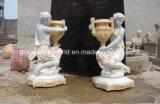 Signora di marmo piacevole con la scultura del POT