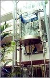 Personenlift met glazen cabine
