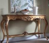 標準的な木の家具によって切り分けられるコンソールテーブル