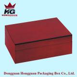 Form-roter hölzerner Kasten für Uhr