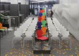 プラスチック鋼鉄ホーム居間の椅子をスタックする現代デザイン