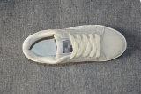 Новые продукты идущих ботинок спортов