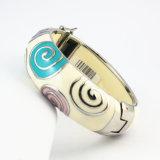Form-automatisches olivgrünes Lava-Armband
