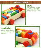 Brinquedo de madeira dos tijolos do bloco de apartamentos da imaginação